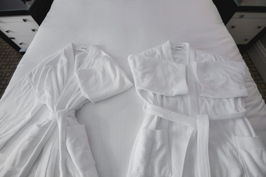 Thay quần áo sạch, thoải mái